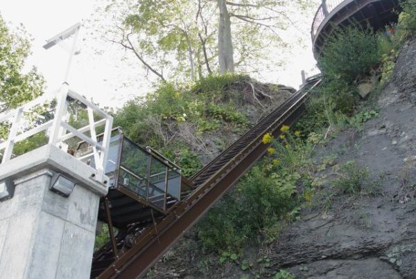 Steel I-Beam supported lakeside lift on steep cliff down to beach of Lake Erie in New York