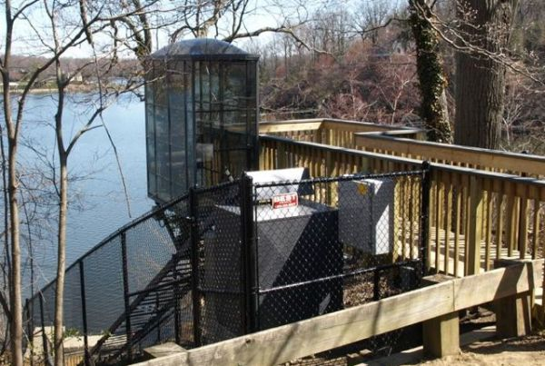 Wheelchair accessible Hill Hiker Elevator Tram / Funicular Lift with fully enclosed car and cable-way fencing down to lake